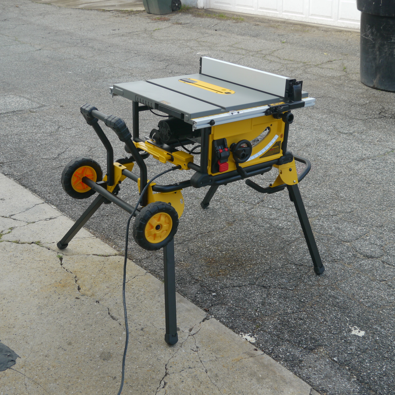 ca rip with compact saw capacity tools job amazon table improvement inch max dp home site dewalt